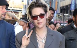 Kristen Stewart, celebrity style, chains, sunglasses,