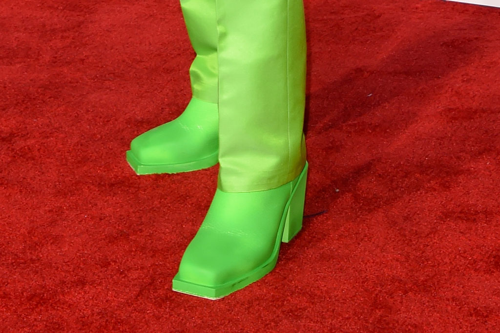 Lil Nas X, square toes, neon green, red carpet, celebrity style, amas, american music awards, 2019