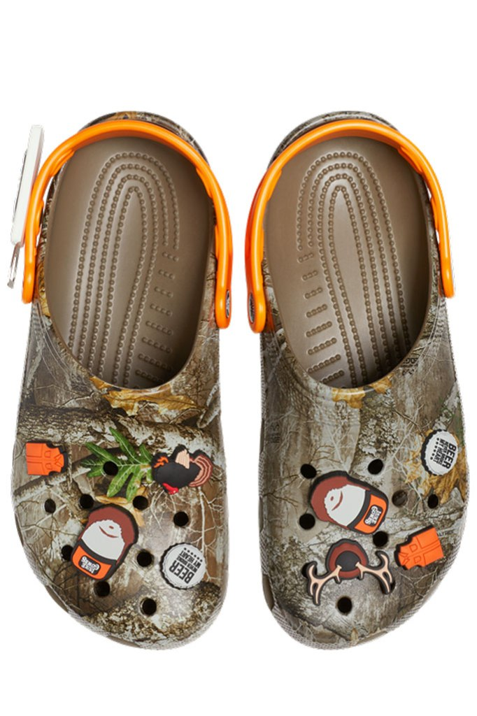luke combs, crocs, collaboration, hunting clogs, camo print, bottle print, jibbitz, Luke Combs X Crocs Classic Realtree Clog