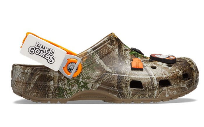 luke combs, crocs, collaboration, hunting clogs, camo print, bottle print, jibbitz, Luke Combs X Crocs Classic Realtree Clog