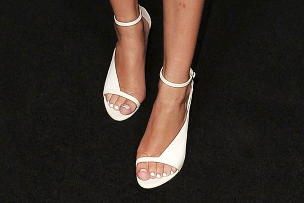 Millie Bobby Brown, sandals, white shoes, pedicure, celebrity style, red carpet, stranger things, film screening, millie bobby brown