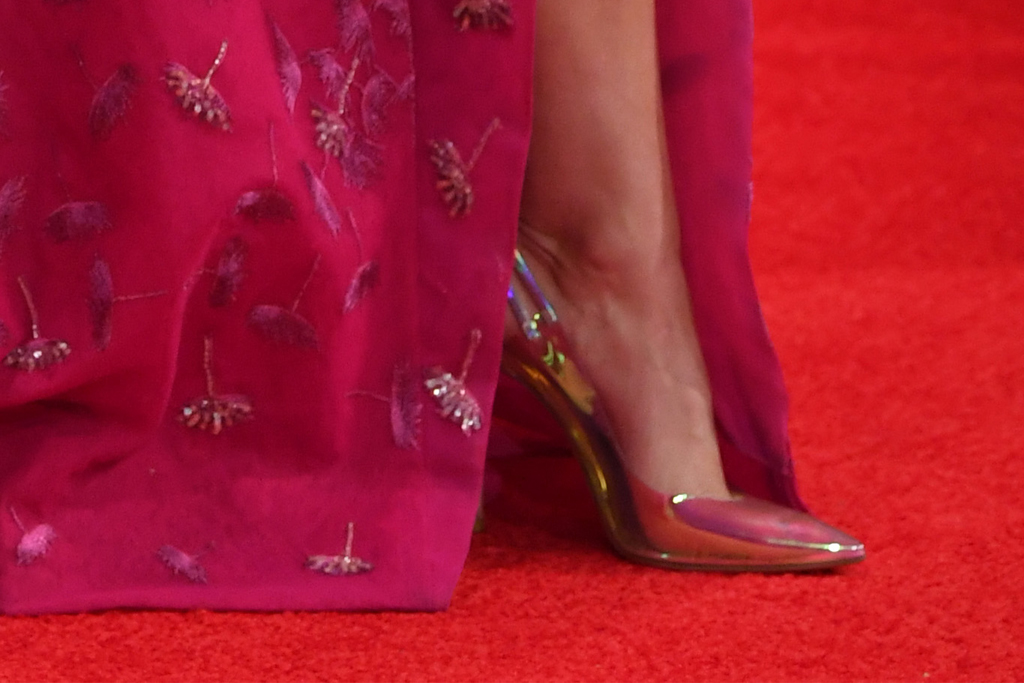 miranda lambert, cma awards, pink gown, heels, nashville