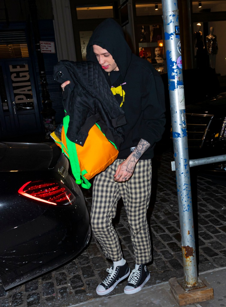 Pete Davidson, plaid pants, hoodie, hooded sweatshirt, neon backpack, converse sneakers, and Kaia Gerber enters her apartment together at 3:30am on Pete's birthday after his SNL performance and afterparty in New YorkPictured: Pete Davidson and Kaia GerberRef: SPL5129778 171119 NON-EXCLUSIVEPicture by: Jackson Lee / SplashNews.comSplash News and PicturesLos Angeles: 310-821-2666New York: 212-619-2666London: +44 (0)20 7644 7656Berlin: +49 175 3764 166photodesk@splashnews.comWorld Rights, No Portugal Rights