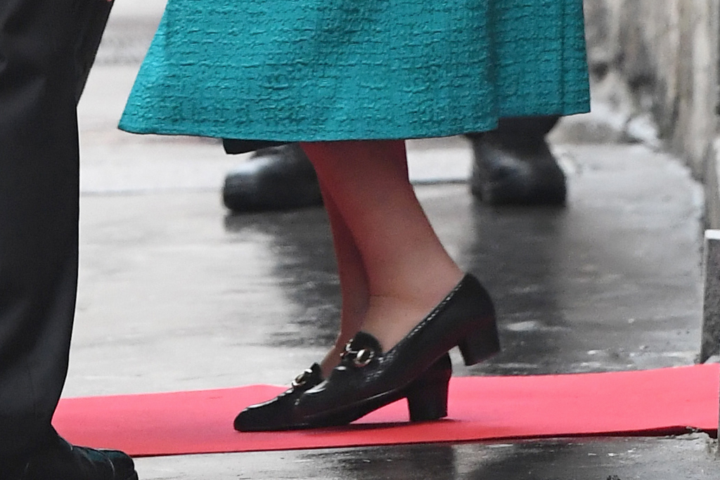 Royal Philatelic Society in London, queen elizabeth, queen of england, her royal majesty, all blue, black shoes