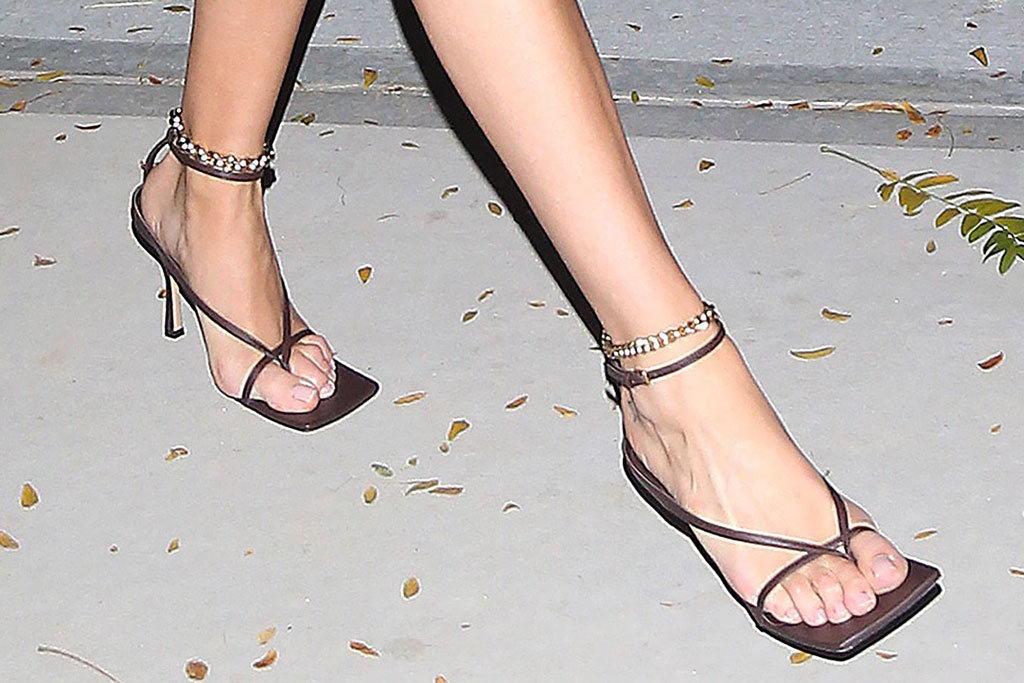 Rosie Huntington-Whiteley, celebrity shoe style, pedicure, bottega veneta, toes, square toes, shoe trends, high heeled thong sandals, nyc
