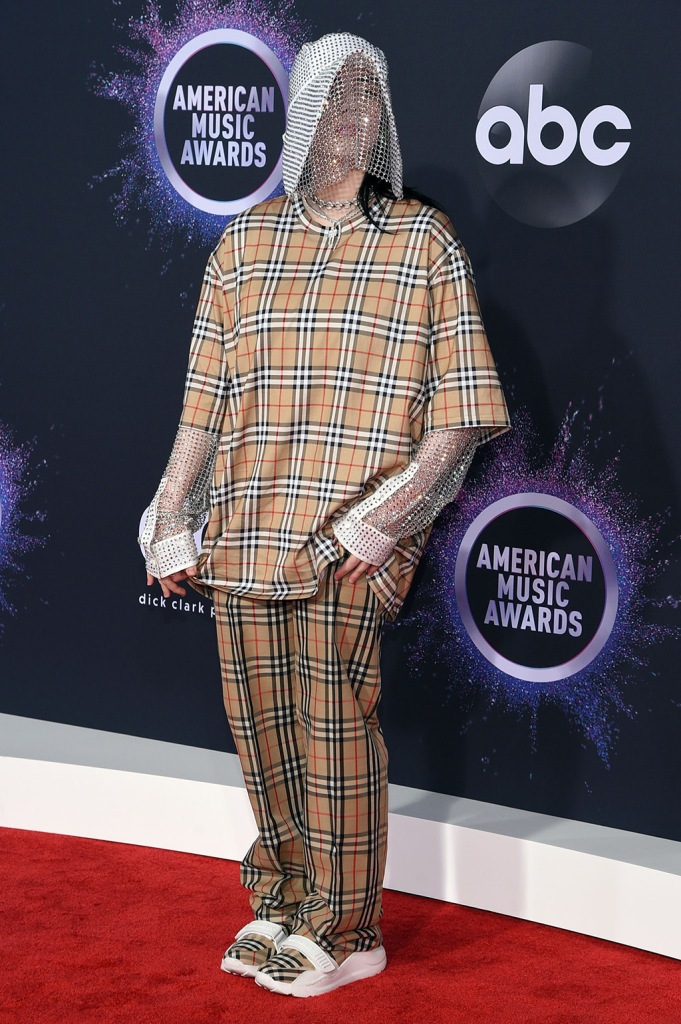 Billie Eilish, burberry, t shirt, pants, oversize look, shoes, sneakers, velcro shoes, celebrity style, plaid shoes, shoe detail47th Annual American Music Awards, Arrivals, Microsoft Theater, Los Angeles, USA - 24 Nov 2019Billie Eilish47th Annual American Music Awards, Arrivals, Microsoft Theater, Los Angeles, USA - 24 Nov 2019