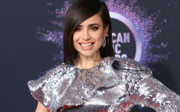 Sofia Carson, red carpet, 2019 american music awards, amas