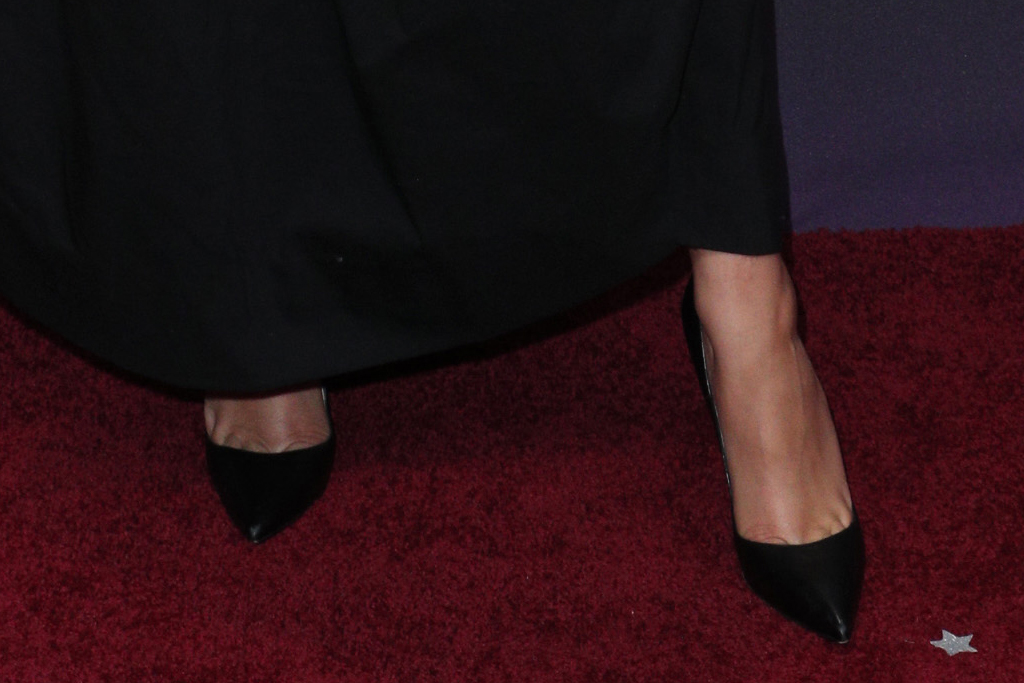 zendaya, people's choice awards, pca, 2019, louboutins, black heels, black dress