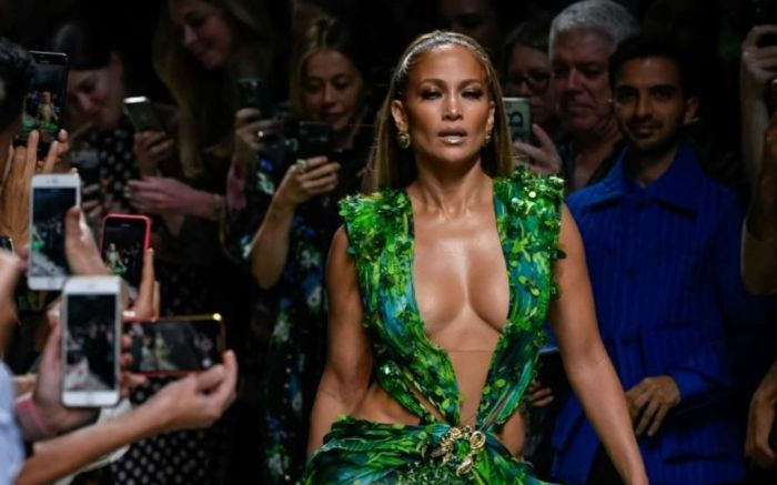 jennifer, lopez, jlo, most, stylish, versace, red, carpet, runway