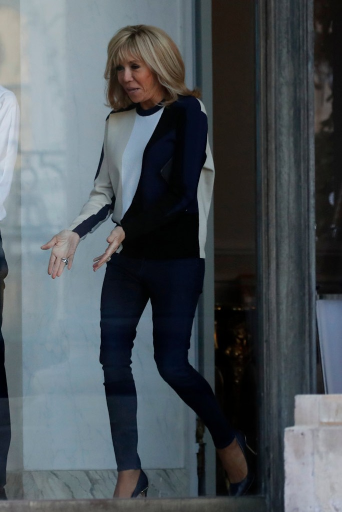Brigitte Macron, celebrity style, french first lady, skinny jeans, elysee palace, sweater, louis vuitton shoes, eyeline pumps,