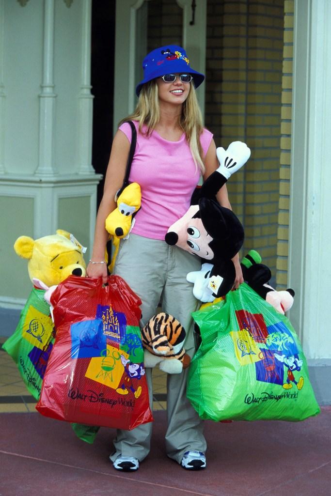 Britney Spears, disney world, bucket hat, stuffed animals, pink t shirt, khaki pants, sneakers, Britney Spears at Walt Disney World, Orlando Florida, USA - 15 Jun 1999Britney SpearsBritney Spears at Walt Disney World, Orlando Florida, USA - 15 Jun 1999