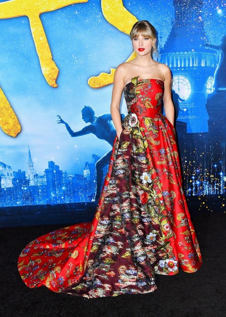 "Taylor Swift, oscar de la renta, floral gown, chloe gosselin shoes, satin sandals, attends the world premiere of ""Cats"" at Alice Tully Hall, in New YorkWorld Premiere of ""Cats"", New York, USA - 16 Dec 2019Taylor Swift'Cats' film world premiere, Arrivals, Alice Tully Hall at Lincoln Center, New York, USA - 16 Dec 2019Wearing Oscar de la Renta"