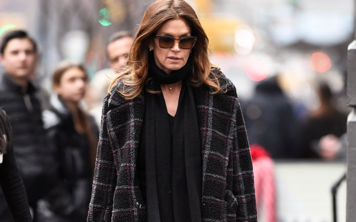 Cindy Crawford Spotted Getting Her Lunch At A Local Deli Super Market In The Soho Section Of New York City
