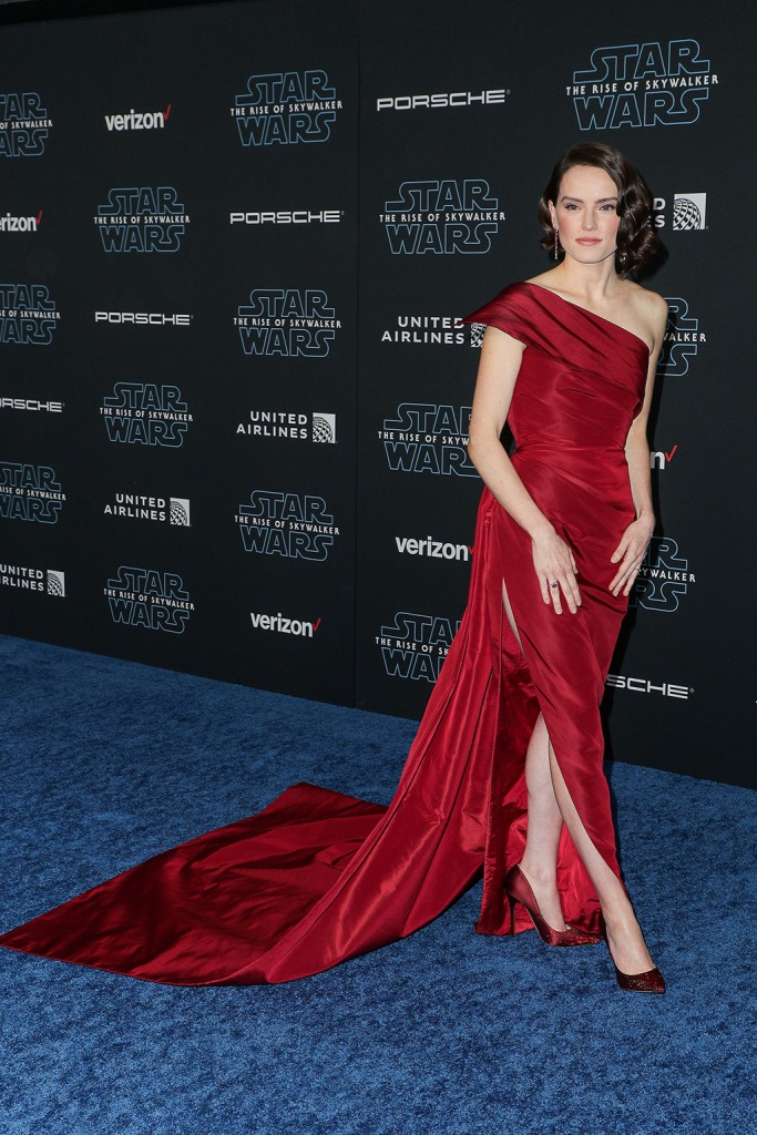 Daisy Ridley, red dress, oscar de la renta gown, red shoes, stilettos, jimmy choo pumps, 'Star Wars: The Rise of Skywalker' film premiere, Arrivals, TCL Chinese Theatre, Los Angeles, USA - 16 Dec 2019Wearing Oscar De La RentaDaisy Ridley'Star Wars: The Rise of Skywalker' film premiere, Arrivals, TCL Chinese Theatre, Los Angeles, USA - 16 Dec 2019Wearing Oscar De La Renta