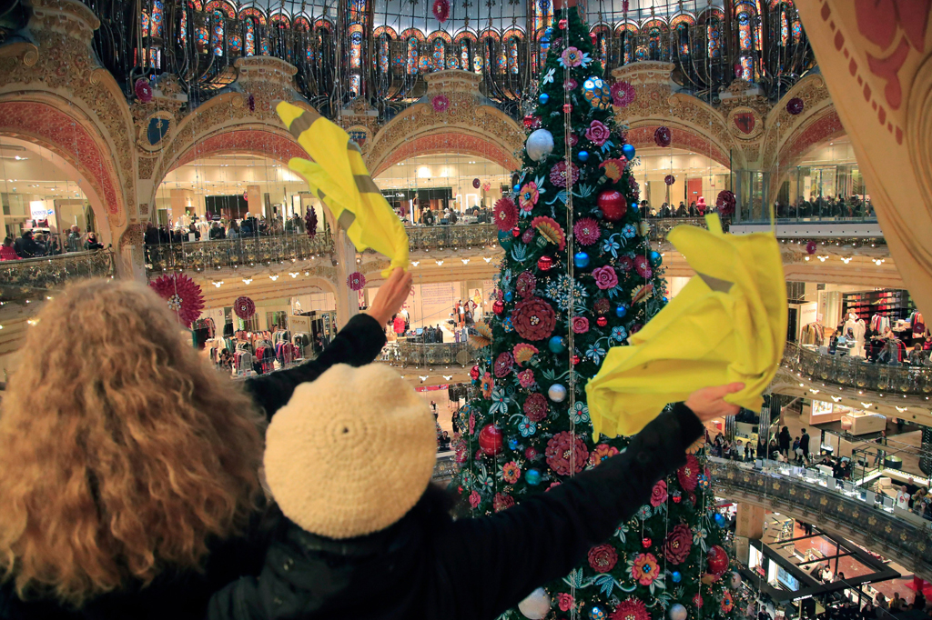Galeries Lafayette Yellow Vest Protesters