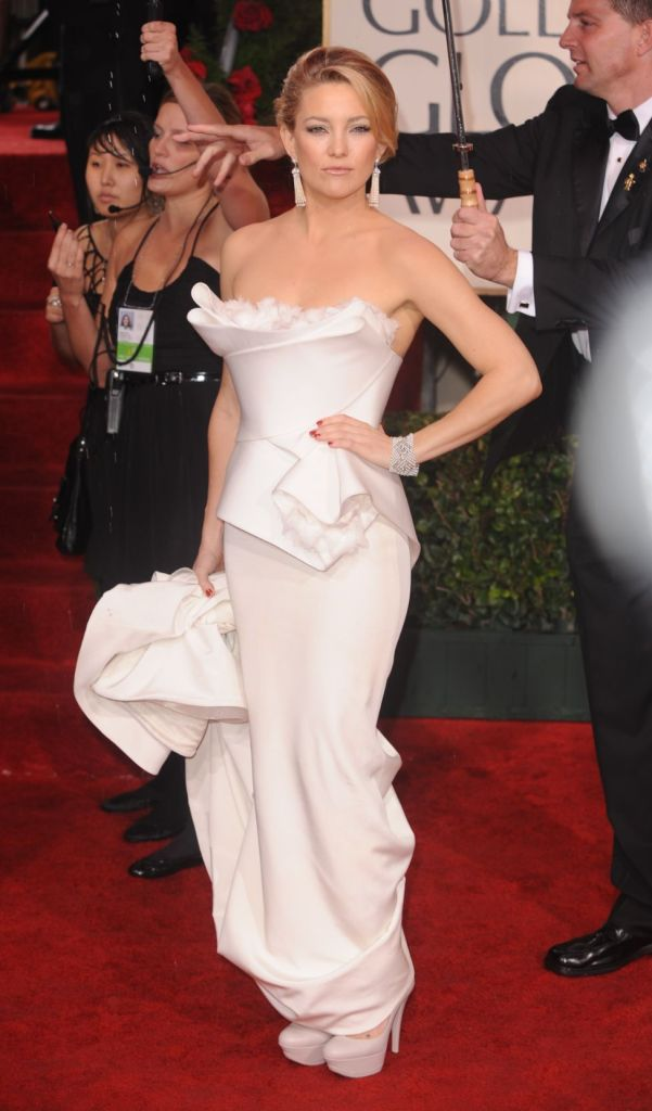 Kate Hudson, golden globes, celebrity style, red carpet, marchesa dress, white gown, casadei shoes, white pumps, red carpet, 2010 globes
