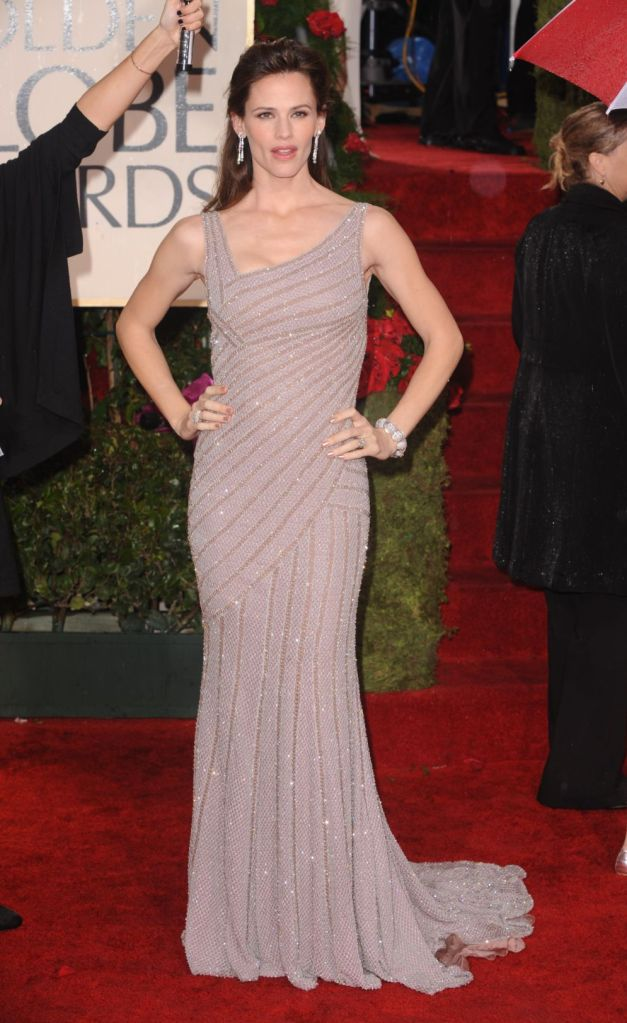 Jennifer Garner, atelier versace dress, embellished gown, jimmy choo shoes, red carpet, 2010, golden globe awards