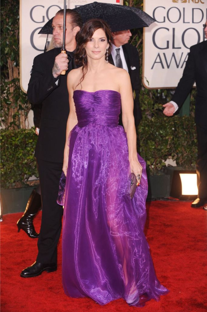 Golden globes, 2010, red carpet, sandra bullock, bottega veneta dress, purple gown, purple shoes, casadei heels,