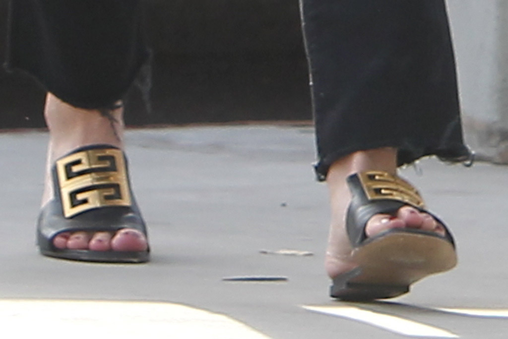 Hilary Duff, givenchy shoes, sandals, slides, pedicure, toes, celebrity style, los angeles, out and about