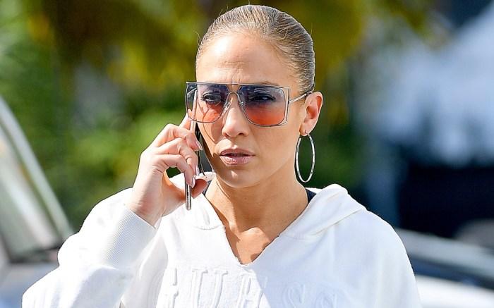 j-lo, jennifer lopez, gym, miami, hoop earrings, prive reveaux sunglasses, guess sweatshirt, celebrity style
