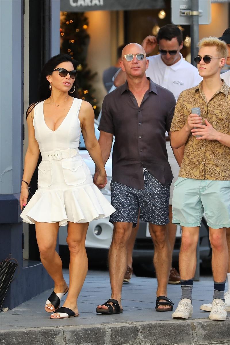 St Barths, jeff bezos, lauren sanchez, beach, white dress, sandals, flip flops