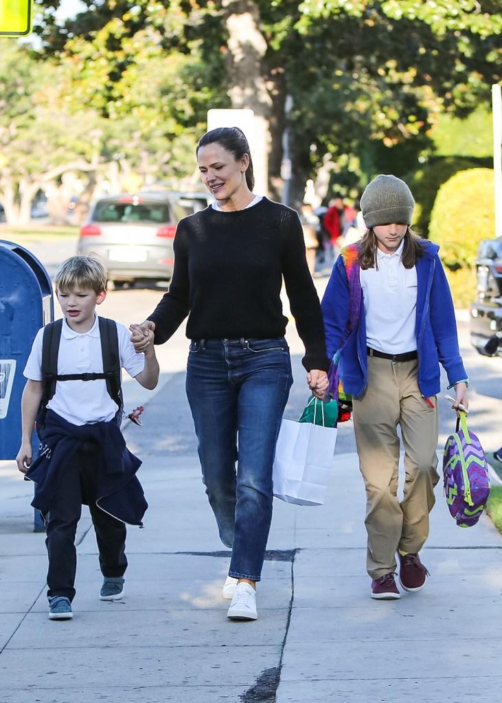 Samuel Affleck, Jennifer Garner and Seraphina AffleckJennifer Garner out and about, Los Angeles, USA - 18 Dec 2019
