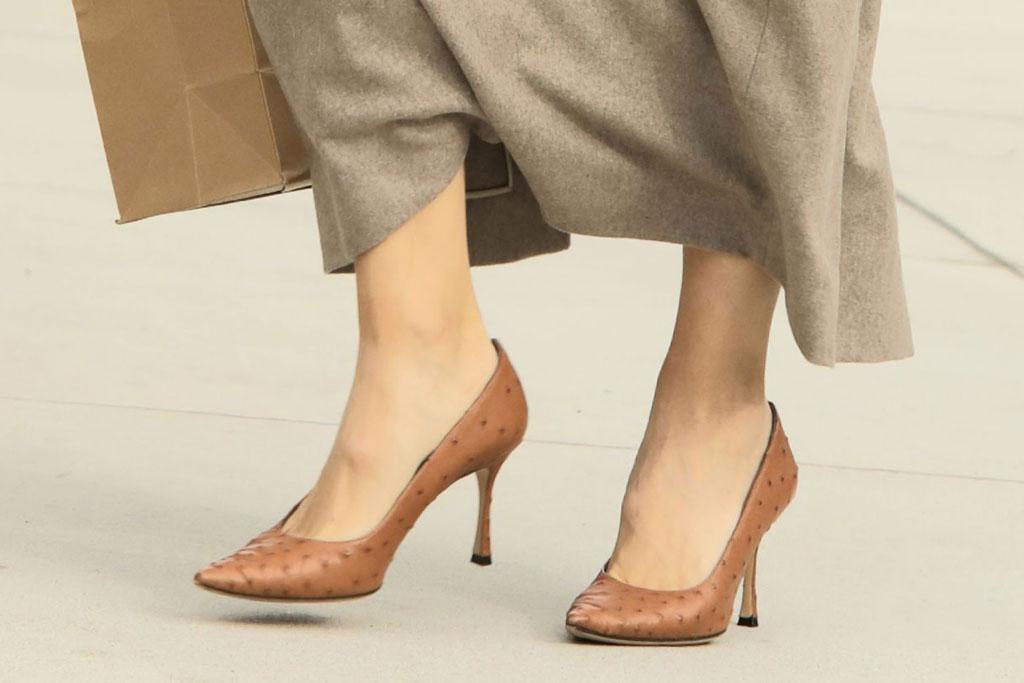 Jennifer Garner, cream sweater, beige midi skirt, neutrals, flowers, church, los angeles, december 2019, shoe detail, stilettos