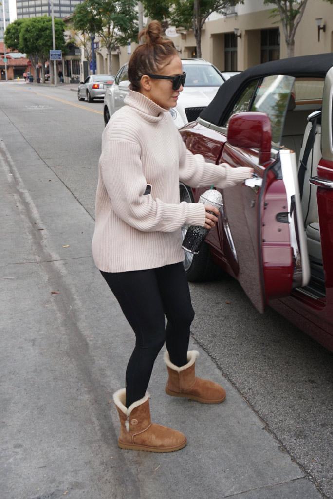 Jennifer Lopez, leggings, sweater, ugg boots, celebrity style, los angeles