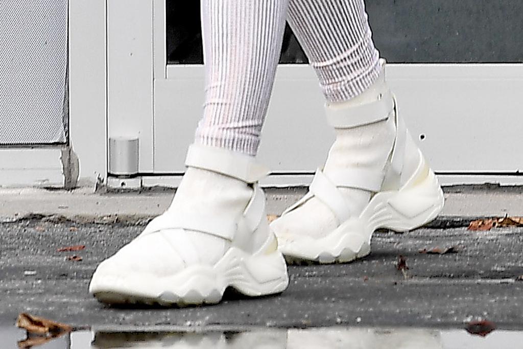 jennifer lopez, white, all white, sneakers, miami, gym, givenchy, the kooples