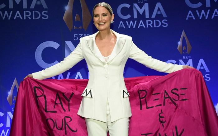Jennifer Nettles poses in the press room at the 53rd annual CMA Awards at Bridgestone Arena, in Nashville, Tenn53rd Annual CMA Awards - Press Room, Nashville, USA - 13 Nov 2019
