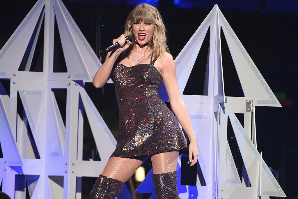 Taylor Swift, 2019 Jingle Ball, matching dress and boots