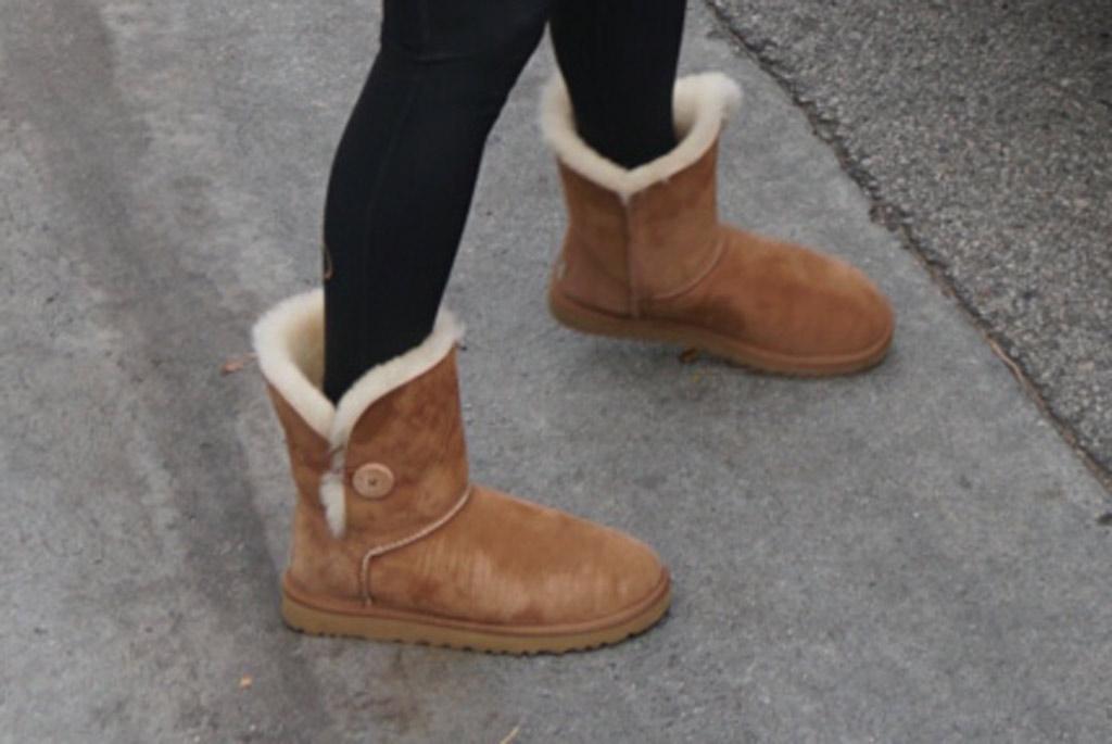 j-lo, jennifer lopez, leggings, ugg boots, ugg bailey button ii, celebrity style, los angeles