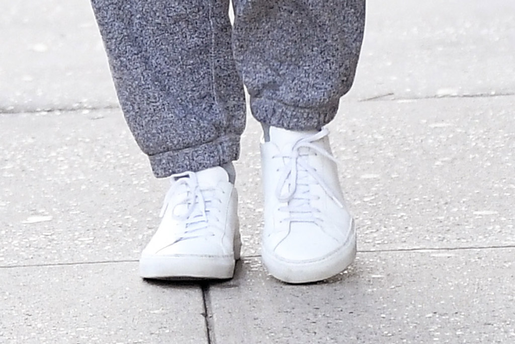 katie holmes, common projects sneakers, white sneakers, celebrity style, birthday, shoe detail, nyc, street style