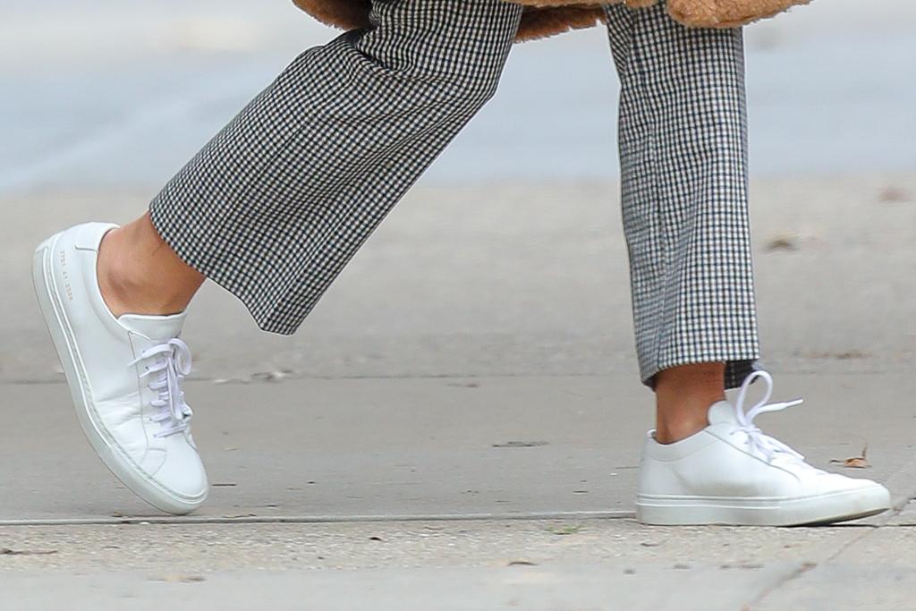 katie holmes, nyc, new york, white sneakers, teddy coat, plaid pants