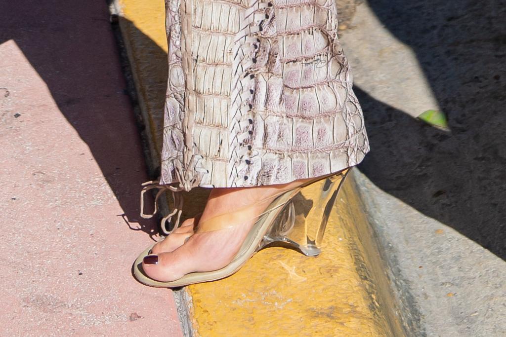 kim kardashian, kourtney kardashian, miami, thong sandals, clear sandals, matching