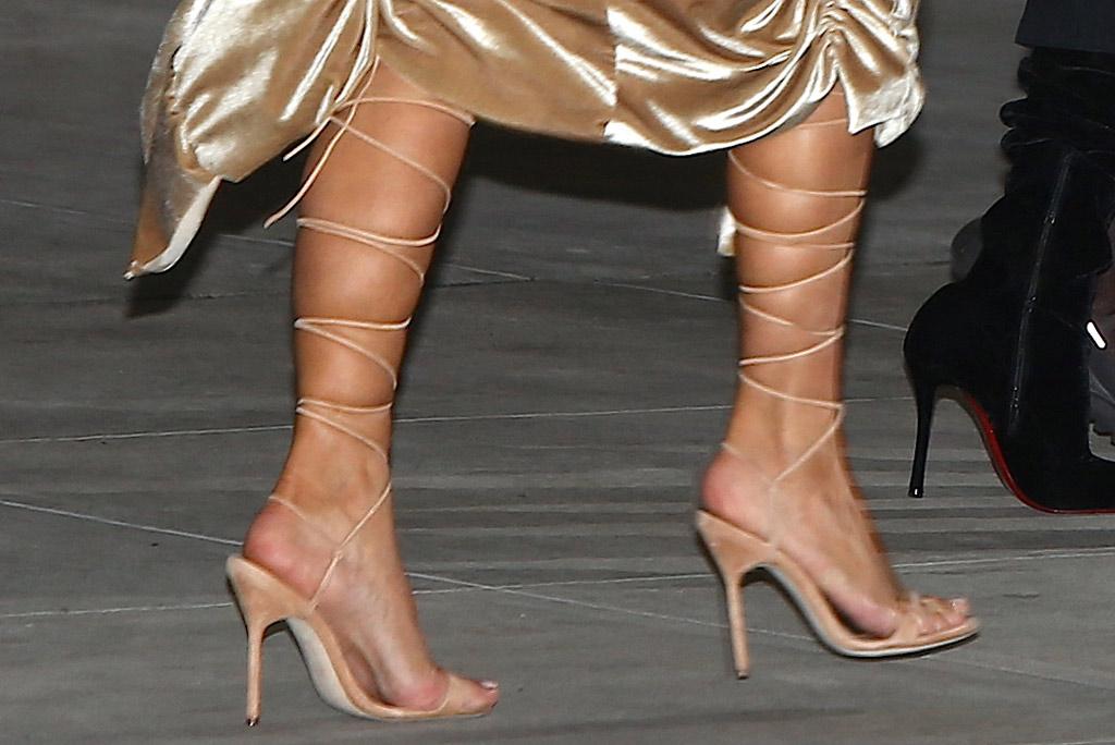 kim kardashian, legs, toes, pedicure, calves, nyc, street style, december 2019