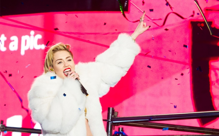 miley cyrus, new years eve, white jacket, gold pants, 2013