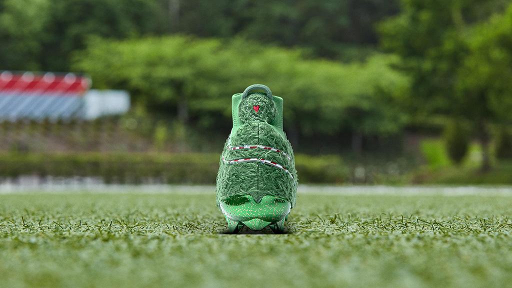 Nike Vapor Untouchable Pro 3 OBJ Uptempo , grinch cleats, obj shoes, odell beckham jr, christmas shoes