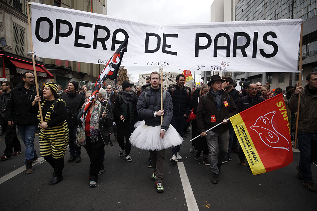 Workers from the French National Opera join the protests agains the government's pension reform.