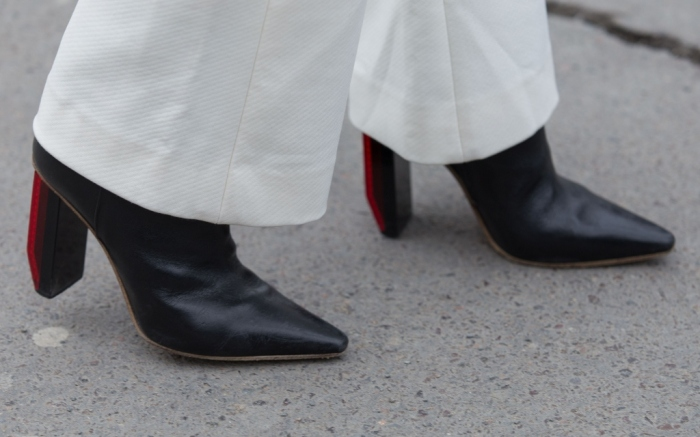 pointed boots