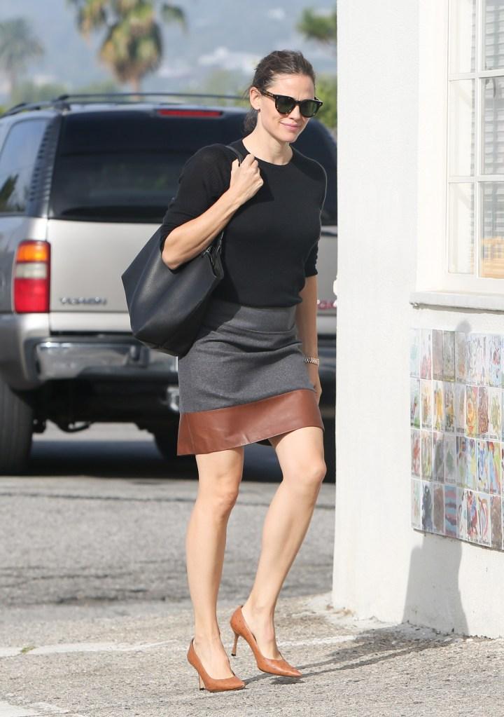 Jennifer Garner, leather trimmed skirt, black sweater, tote bag, sunglasses, brown pumps, stilettos, legs, Jennifer Garner out and about, Los Angeles, USA - 28 Oct 2018