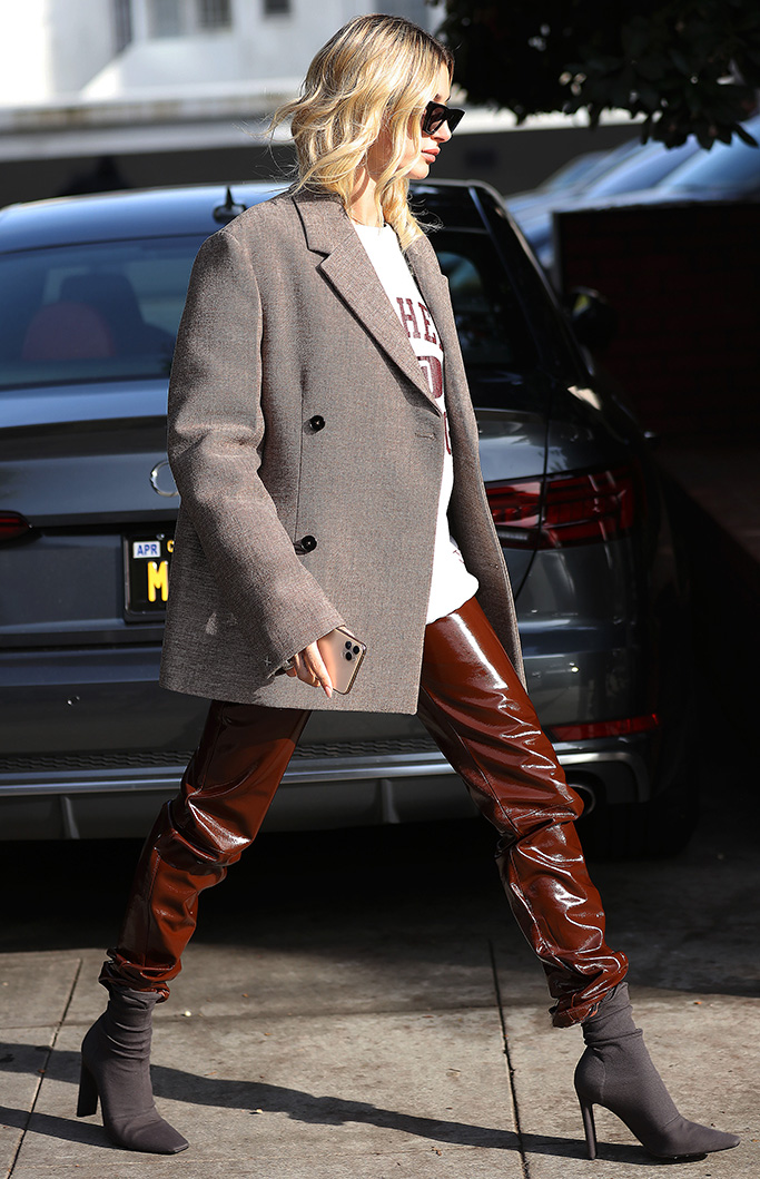 Model Hailey Rhode Bieber seen walking in style in sunglasses and a blazer in Beverly Hills.Pictured: Hailey Rhode BieberRef: SPL5134144 061219 NON-EXCLUSIVEPicture by: ENT / SplashNews.comSplash News and PicturesLos Angeles: 310-821-2666New York: 212-619-2666London: +44 (0)20 7644 7656Berlin: +49 175 3764 166photodesk@splashnews.comWorld Rights, No France Rights, No Italy Rights, No Japan Rights