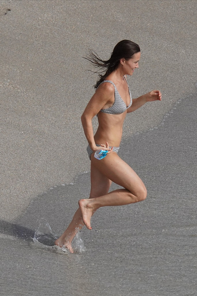 pippa middleton, bikini, beach, The Middleton family with James Middleton, Alizee Thevenet and Pippa frolicking in St BartsABACAPRESS.COMPictured: Pippa MiddletonRef: SPL5137631 301219 NON-EXCLUSIVEPicture by: AbacaPress / SplashNews.comSplash News and PicturesLos Angeles: 310-821-2666New York: 212-619-2666London: +44 (0)20 7644 7656Berlin: +49 175 3764 166photodesk@splashnews.comUnited Arab Emirates Rights, Australia Rights, Bahrain Rights, Canada Rights, Finland Rights, Greece Rights, India Rights, Israel Rights, South Korea Rights, New Zealand Rights, Qatar Rights, Saudi Arabia Rights, Singapore Rights, Thailand Rights, Taiwan Rights, United Kingdom Rights, United States of America Rights
