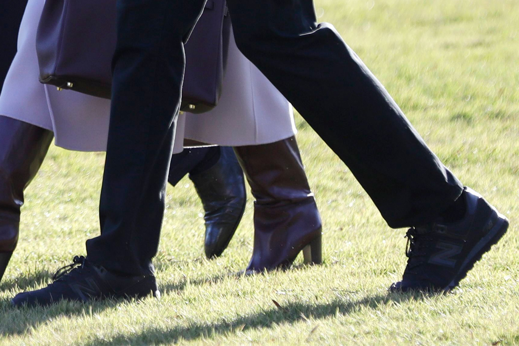 melania trump, donald trump, barron trump purple coat, boots, black sneakers, new balance