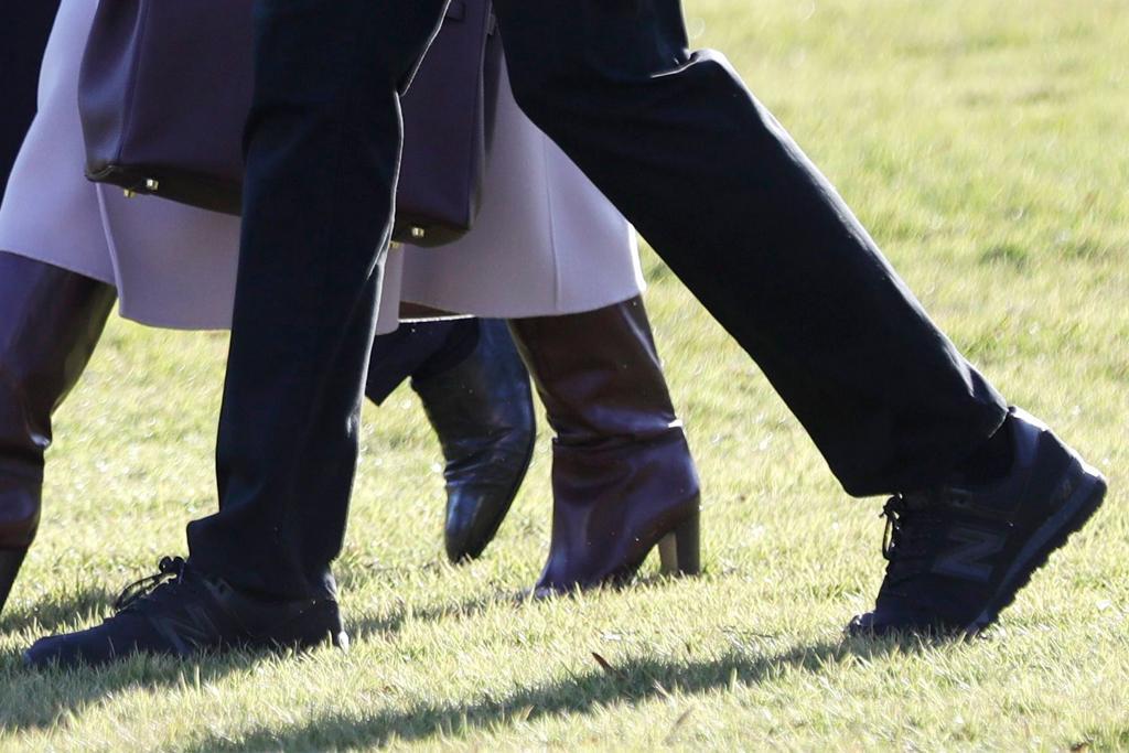 melania trump, donald trump, barron trump purple coat, boots, black sneakers, new balance