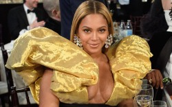 Beyonce, red carpet, golden globes, schiarparelli,