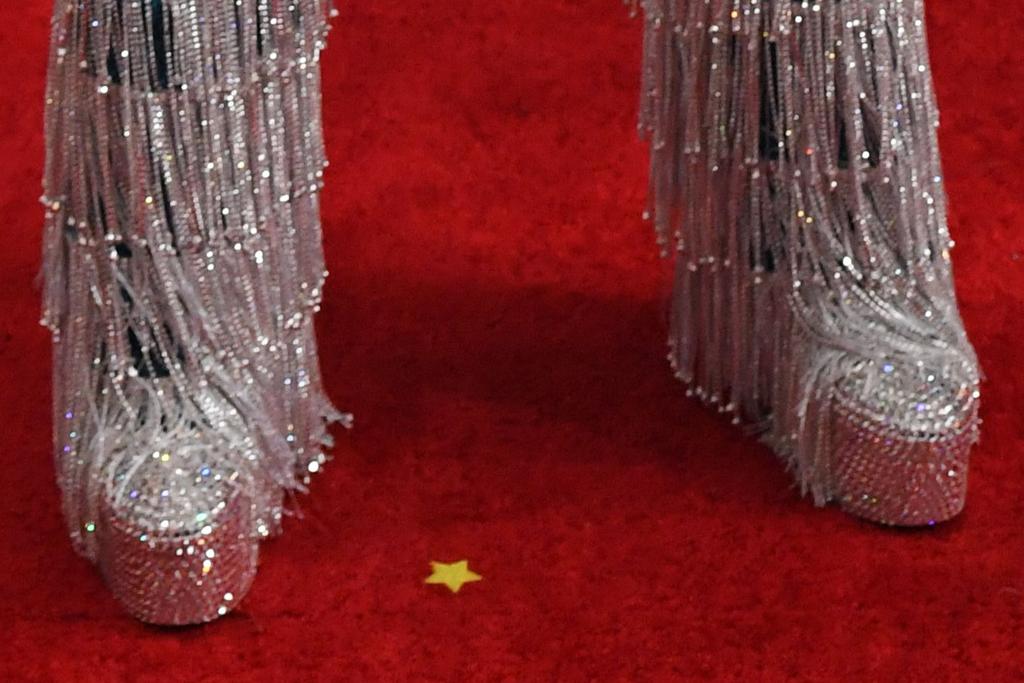 billy porter, blue, lamp, glitter, fringe, grammy awards, grammys, 2020, red carpet