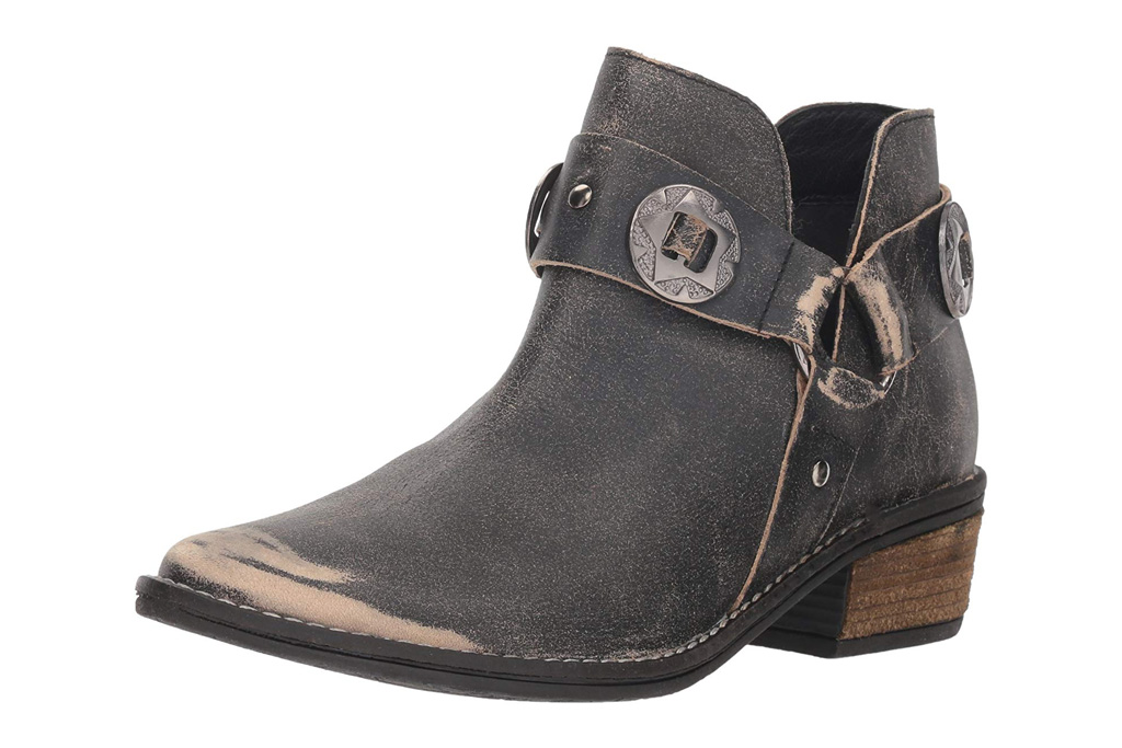 chinese laundry harness boots