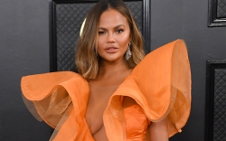 Chrissy Teigen, Yanina Couture, red carpe,