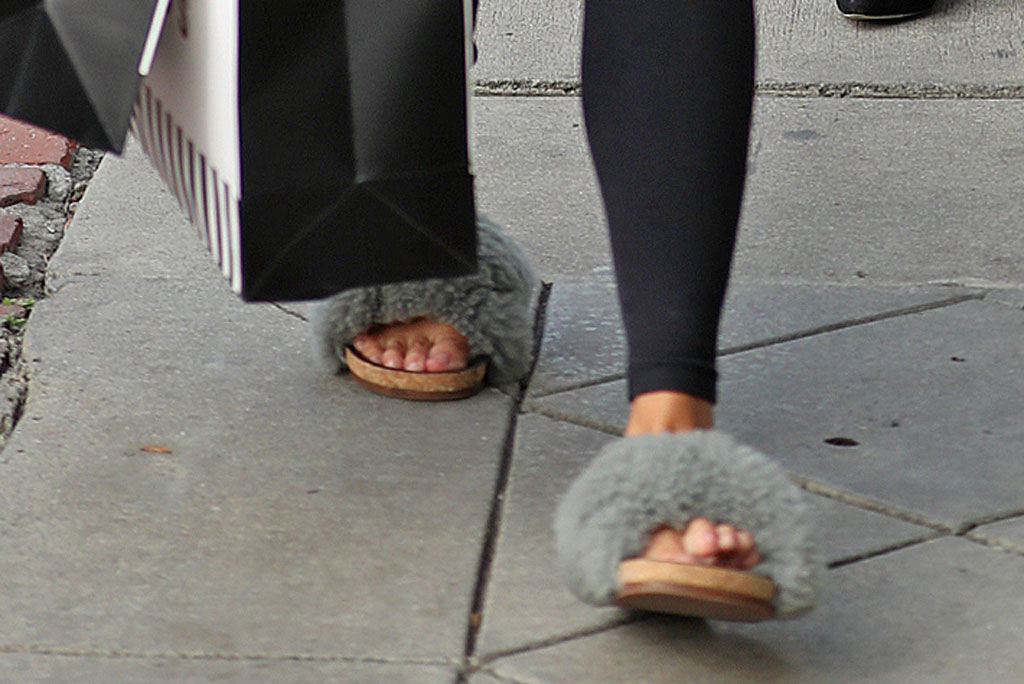 Chrissy Teigen, chloe, sandals, slides, shearling shoes, chloe shoes, toes, pedicure, street style